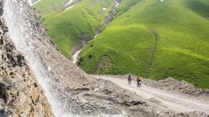 S kamarádem. Kaldamo Pass, Kyrgyzstán