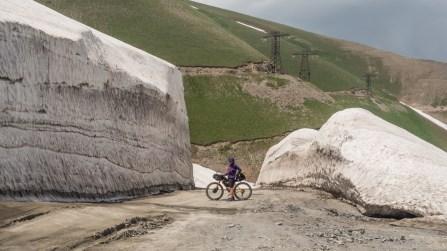 Ozvěny loňské zimy. Kaldamo Pass, Kyrgyzstán