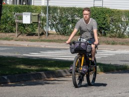 Sebastián zkouší Daščino kolo. Joensuu, Finsko