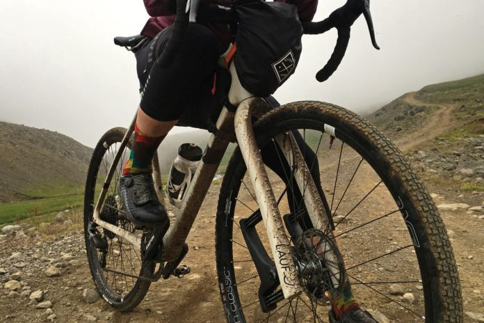 first ride review of lauf grit sl carbon and fiberglass composite leaf spring suspension fork for gravel road bikes