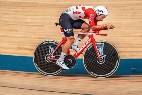 Victor Campenaerts sets Hour Record on custom shaped Ridley ...