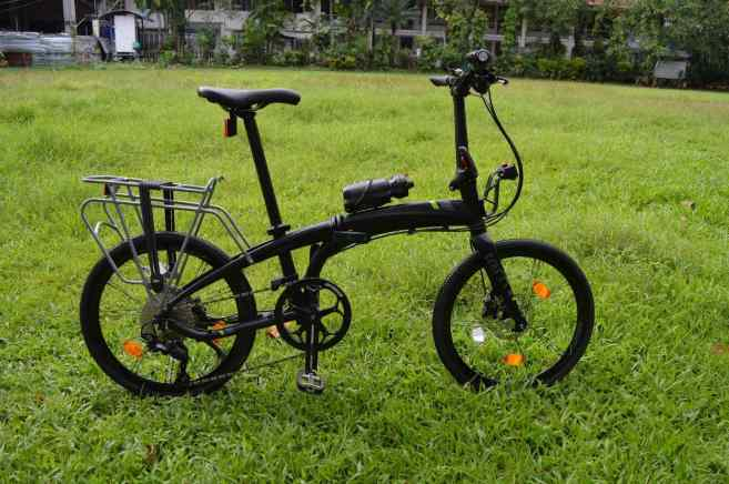 folding tern bike in a field of green grass