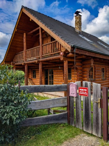Log cabin in Chouzavá