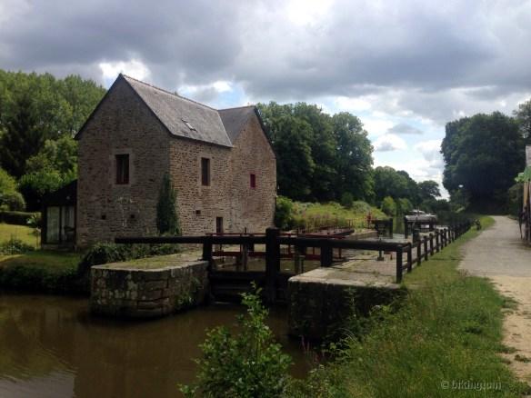 Eine der vielen Schleusen am Canal d'Ill-et-Rance