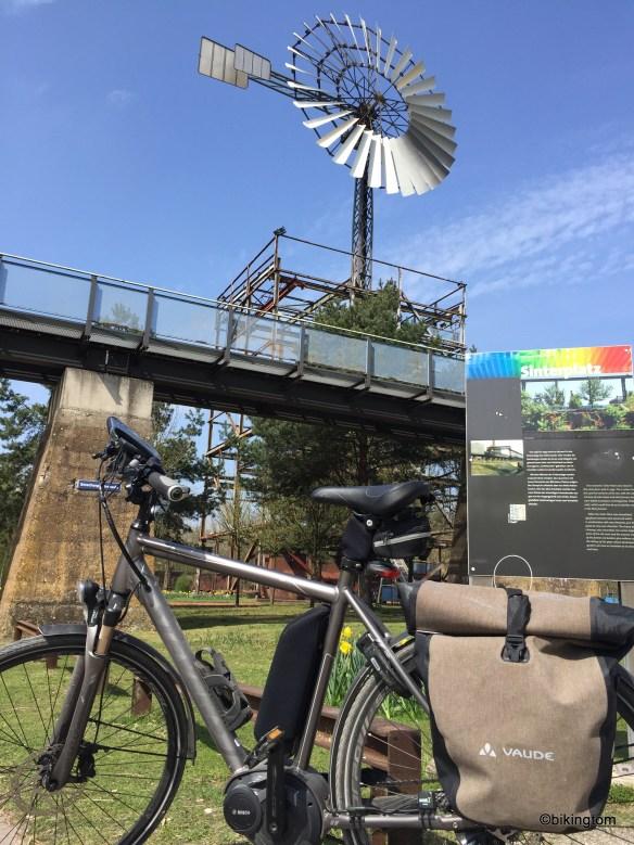 Das Windrad am Sinterplatz...und mein Rad.