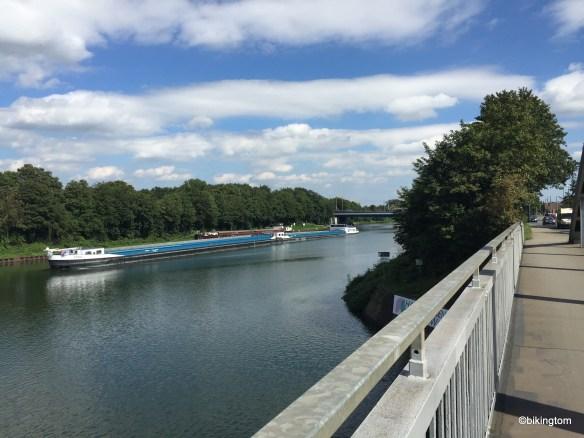 Schiff auf dem Rhein-Herne-Kanal