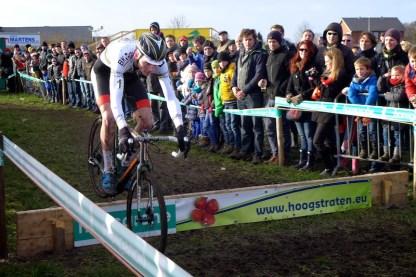 Mathieu Van der Poel a pris les commandes dès le premier tour.