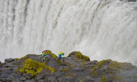 Hans Rey et Steve Peat à travers l'Islande