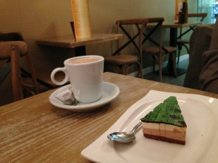 Merienda // Afternoon snack consisting of café con leche (coffee with milk) and a dessert