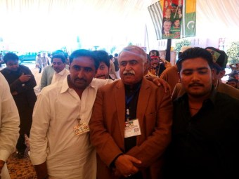 @bonbondude Workers excited to see the pride of #PPP Maula Bux Chandio at the convention #PPPHawks #PPPFoundationDay