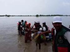 @AyazBuriro2 PSF workers along with #PPP rescue emergency team rescue at ulra bund Ripri bund Khairpur 4