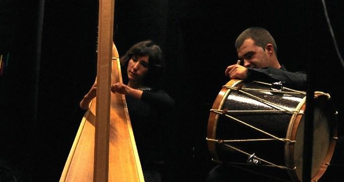 Recital de poesía acompañado de arpa y txalaparta en Bidebarrieta Kulturgunea