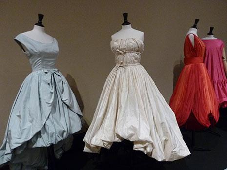af1062ed3d514 Moda francesa de los 50 en el Museo de Bellas Artes de Bilbao