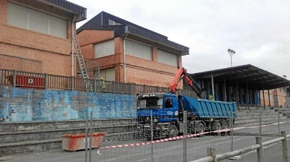 El Ayuntamiento renueva la red de saneamiento del Colegio Público de Larrea
