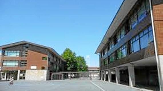 El patio del colegio público Romo se utilizará, de manera excepcional, como aparcamiento público en las fiestas