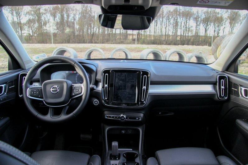 Volvo_XC40_15