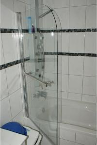Badewanne duschwand trennwand  Bad, Einrichtung und