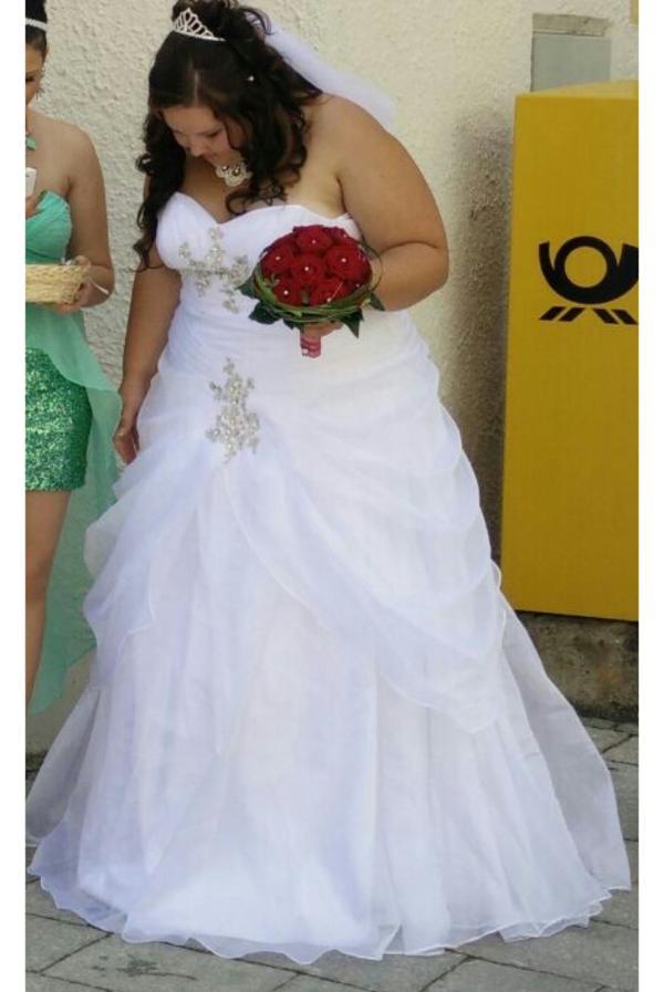 Traum Brautkleid Größe 50 54 Für Frauen Mit Kurven In Neunburg