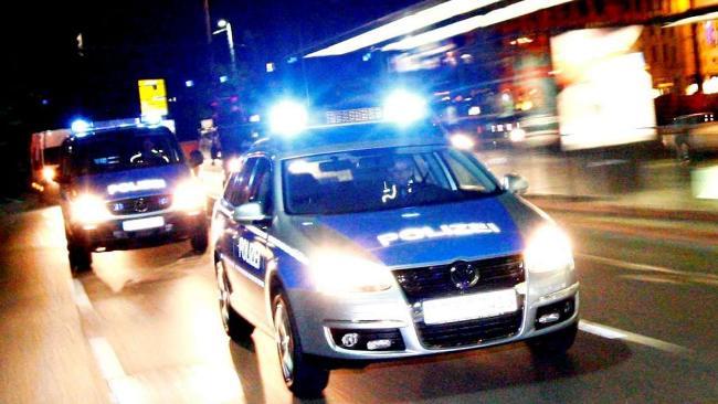 Die Polizei vernimmt den Flüchtling (Symbolbild)