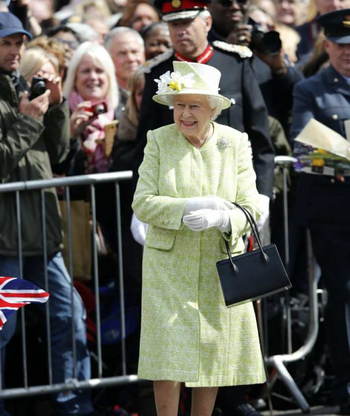The Queen 2016 in a light green dress with a matching hat