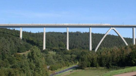 Unter der Rombachtalbrücke bei Schlitz in Hessen wurden die Leichen gefunden