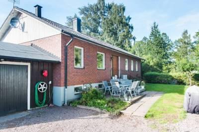 Bild 1: 7 rum villa på Ribbvägen 2, Hjo kommun