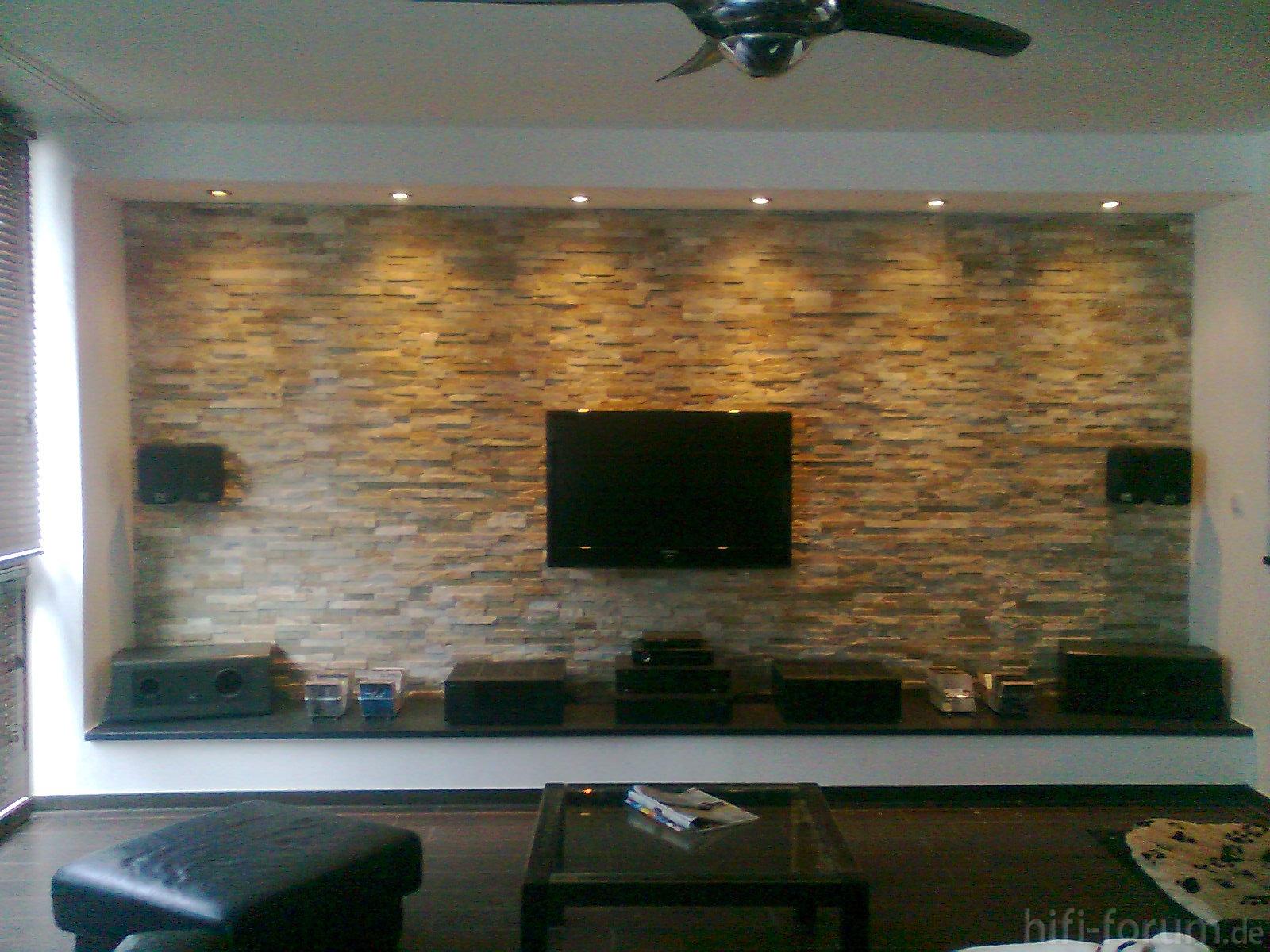 Beleuchtung Natursteinwand Wohnzimmer
