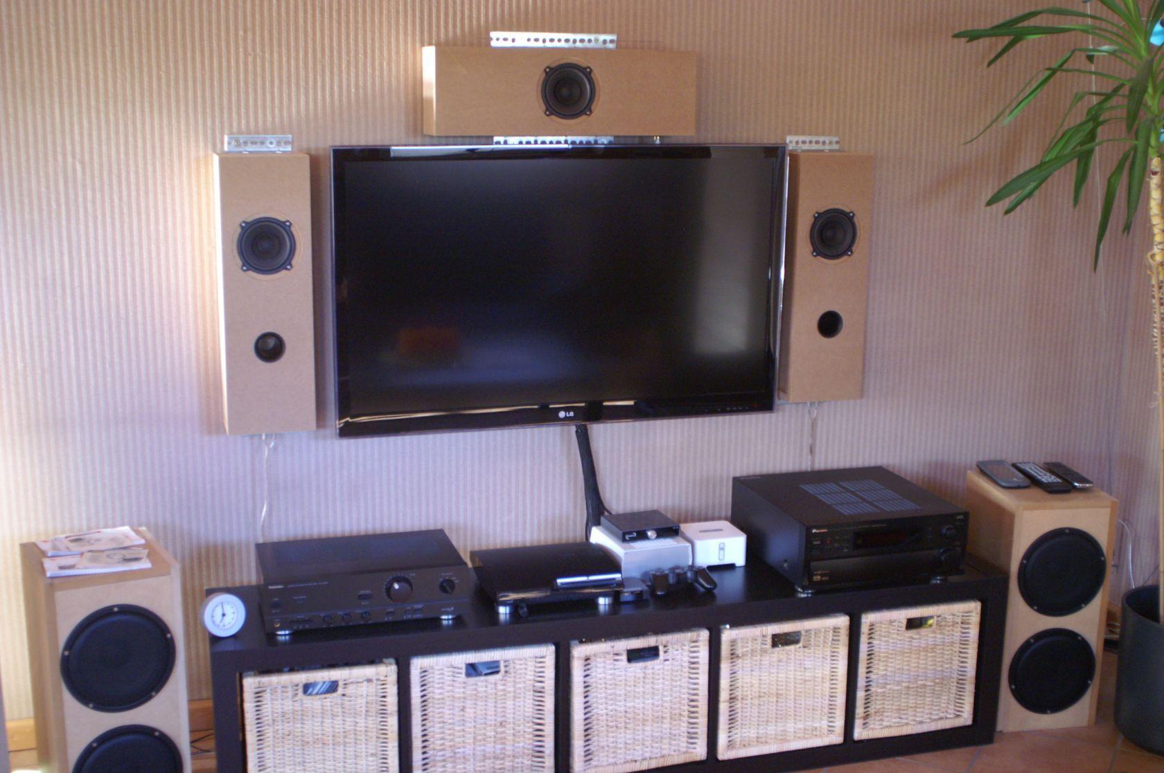fernseher wand h he 8k hdr10 suhd qled wer blickt bei. Black Bedroom Furniture Sets. Home Design Ideas