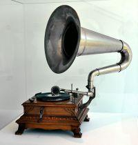 570px Gastst%C3%A4tten Grammophon Mammut Werke C1910 VLM