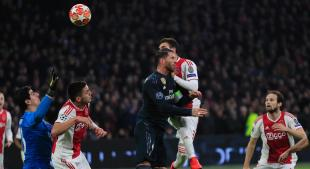 Champions League: Real Madrid beat Ajax Amsterdam 2-1. Champions League: Ajax 'Nicolas Tagliafico (2nd from the left) passes the ball past Sergio Ramos. (Source: Peter Dejong)