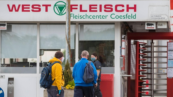 Westfleisch wholesale slaughterhouse: In Coesfeld, the value of new infections per 100,000 inhabitants has already been exceeded. (Source: imago images / Kirchner-Media)