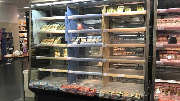 Empty shelves in a supermarket in Belfast in January.  In Northern Ireland, consumers are already feeling the unintended consequences of Brexit a few days after the end of the transition phase.  (Source: dpa / Liam Mcburney)