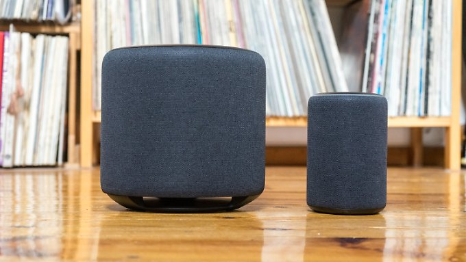 Echo Sup is a giant compared to the small Echo Plus 2, but as a subwoofer you can also hide it in a corner.