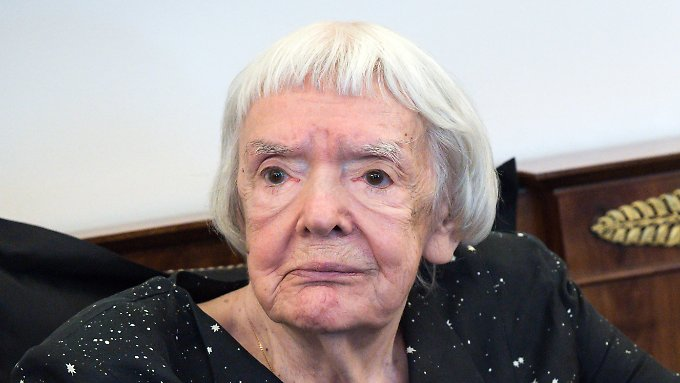 Lyudmila Alexeyeva died after a serious illness.