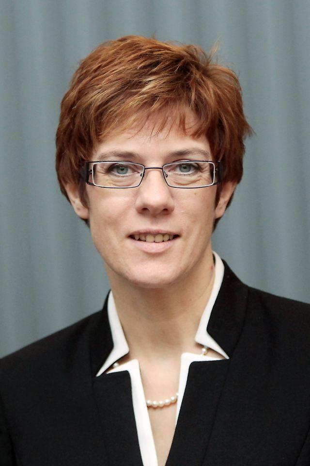 Annegret Krampkarrenbauer Konsequent, Verlässlich Und