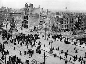 Bei den Kämpfen während des Osteraufstands starben in Dublin über 450 Menschen, über 2600 wurden verletzt.