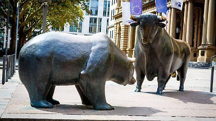 Frankfurter B 246 Rsen Statue Wird 30 Bulle Und B 228 R Feiern