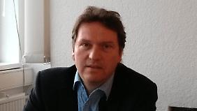 Dr. Andreas Etges ist Historiker am Amerika-Institut der Ludwig-Maximilians-Universität München. Einer seiner Schwerpunkte ist die Geschichte der US-Außenpolitik.