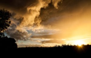 Wolken und Sonnenuntergang