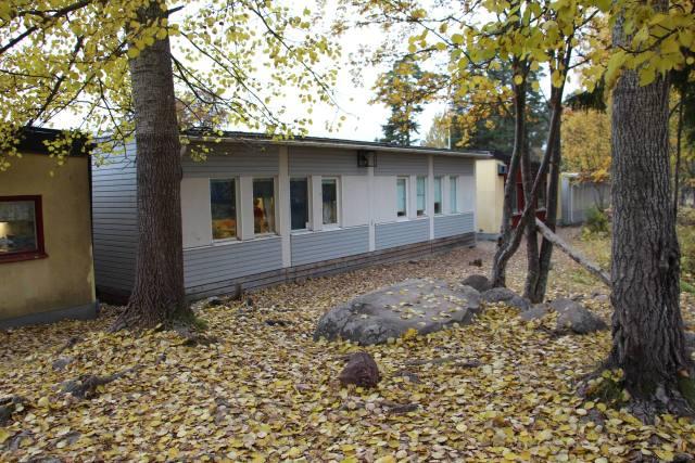 Delar av den nuvarande Fridhemsskolan består av utspridda baracker.
