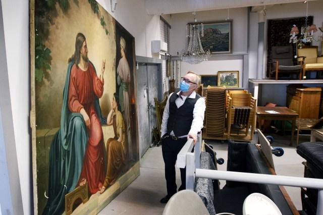 Jesustavlan med Maria och Marta är från Staffans hus hittade Tomas Kalén ihoprullad i Sankt Ansgars hus.