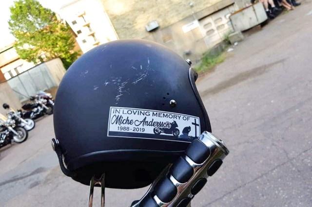 Efter olyckan trycktes klistermärken till minne av Miche.