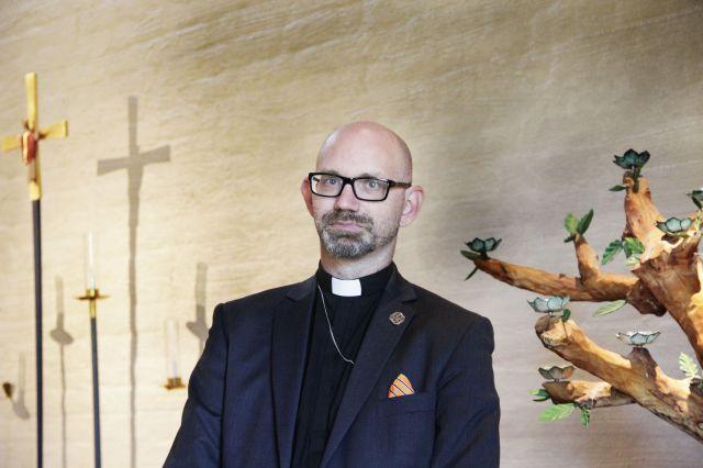 Prästen Peter Hallgren Stjerndorff beklagar att man inte kan erbjuda gemenskap på julaftonen.