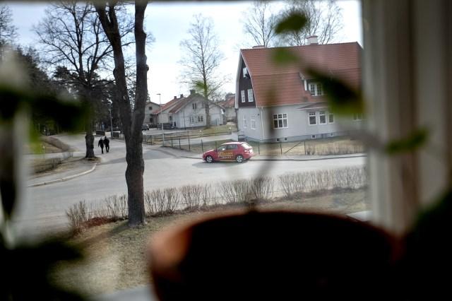 April. Någonting jag inte visste innan jag jobbade hemifrån var att Sandvikens trafikskolor använder korsningen utanför som