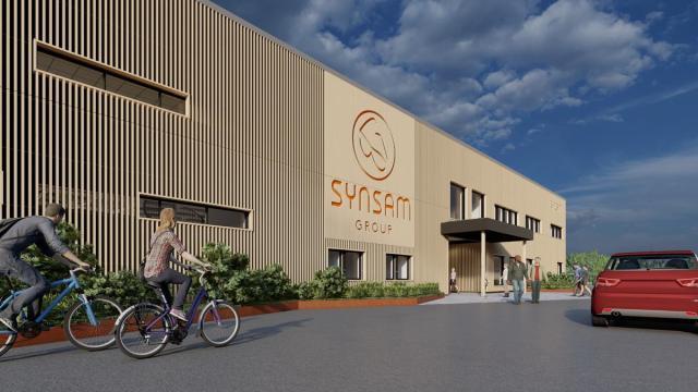 Fabriken ska vara runt 6 000 kvadratmeter stor och kommer byggas på Byvägen i centrala Ockelbo. Illustration:  Synsam/Skoog Arkitekter AB