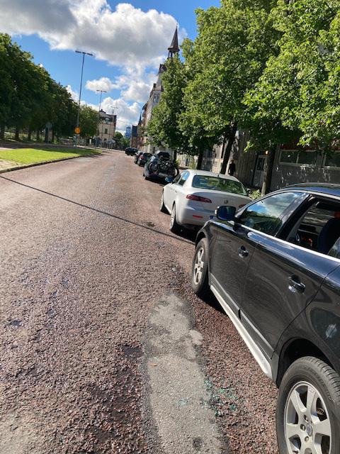 Här syns en annan bil som också fick sin ruta krossad på Stora Esplanadgatan i Gävle, någon gång mellan söndagen och måndag morgon.