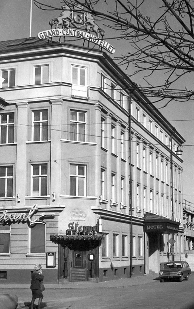 10 juni 1977: Exteriör för: Grand Central Hotellet, Grand Central Hotel, CH, Centralhotellet, Skeppet.