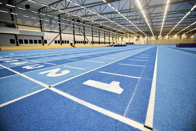 Längdhoppstävlingarna hölls inne i omegahallen under GD/GIF-olympiaden. I finalen flyttar även övriga grenar inomhus.