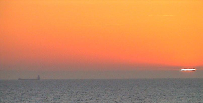 Foto från Gotland med Östersjön och horisont med sol
