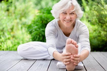 Angesagt bei Jung und Alt: Yoga. © jd-photodesign - Fotolia.com